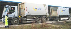 abroller-mit-haenger-und-containern-detail.jpg